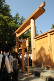 Pilgrims queuing to pray at the newbly rebuilt Outer Shrine.