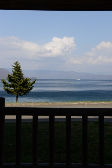Lake Toya (洞爺湖).