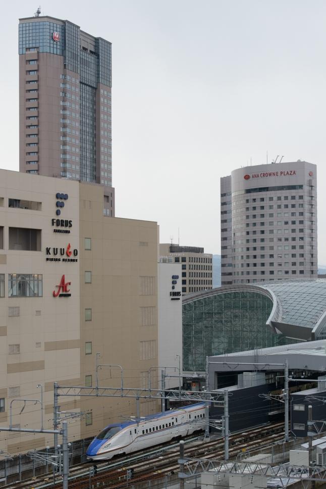 TheTsurugi 702 Shinkansen departs Kanazawa Station bound for Toyama