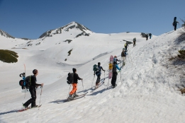 The area around the Tateyama Alpine Route is a popular destination for late season back country skiing and snow boarding.