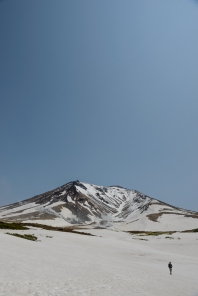 The scale of Asahidake, a volcano in Daisetsuzan National Park, is breathtaking.
