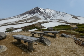 A seat with an impressive view of Asahidake, a volcano in Daisetsuzan National Park,
